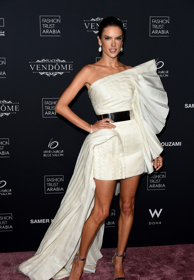 Alessandra Ambrosio no Prêmio Fashion Trust Arabia (Foto: Getty Images)