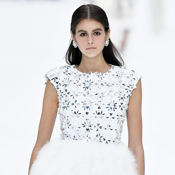 PARIS, FRANCE - MARCH 05: Kaia Gerber walks the runway during the Chanel Ready to Wear fashion show as part of the Paris Fashion Week Womenswear Fall/Winter 2019/2020 on March 5, 2019 in Paris, France. (Photo by Victor VIRGILE/Gamma-Rapho via Getty Images (Foto: Gamma-Rapho via Getty Images)
